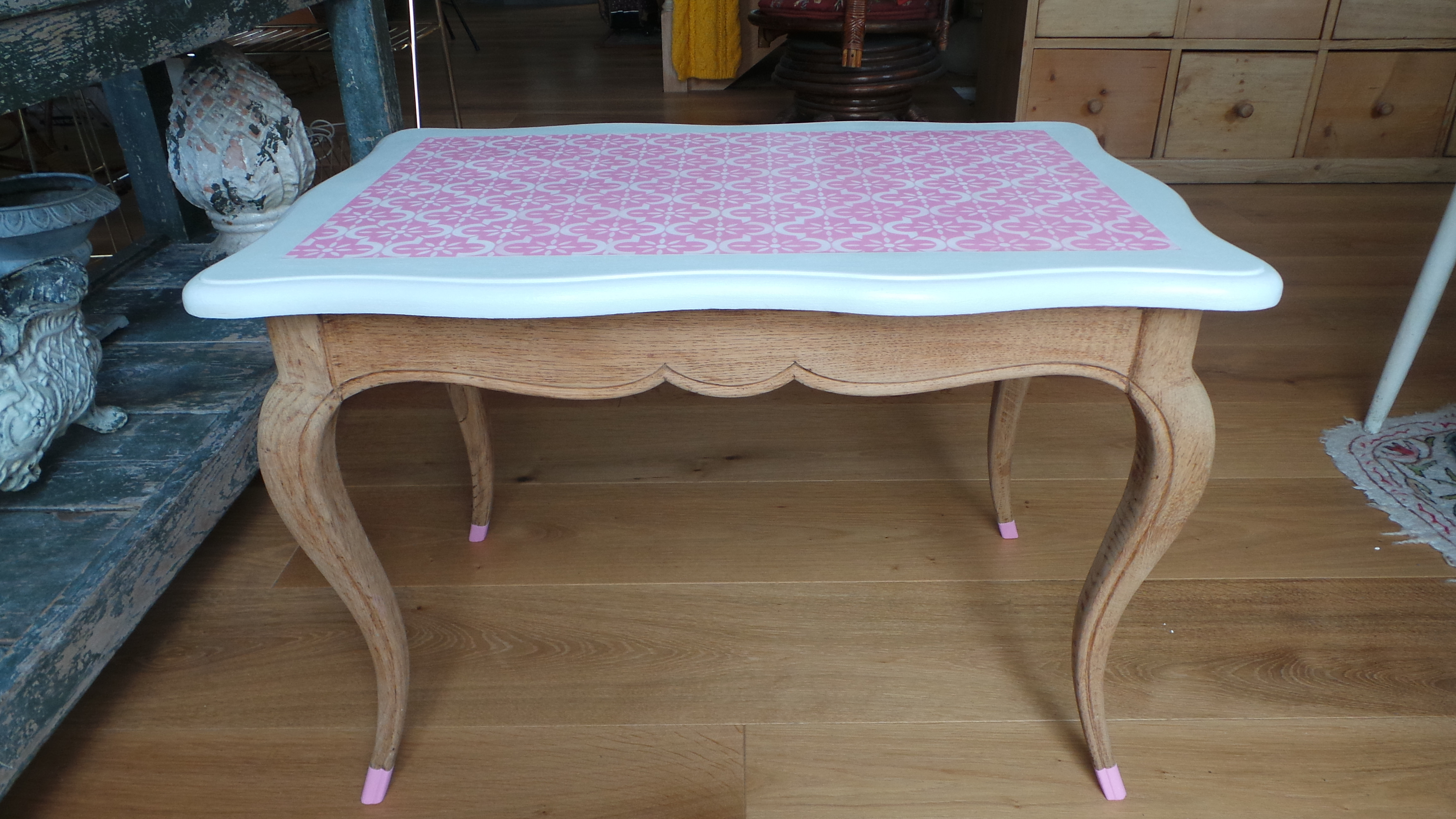 table basse vintage style louis xv revisitee