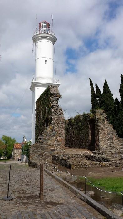 le phare adossé à l'ancien Convento San Francisco