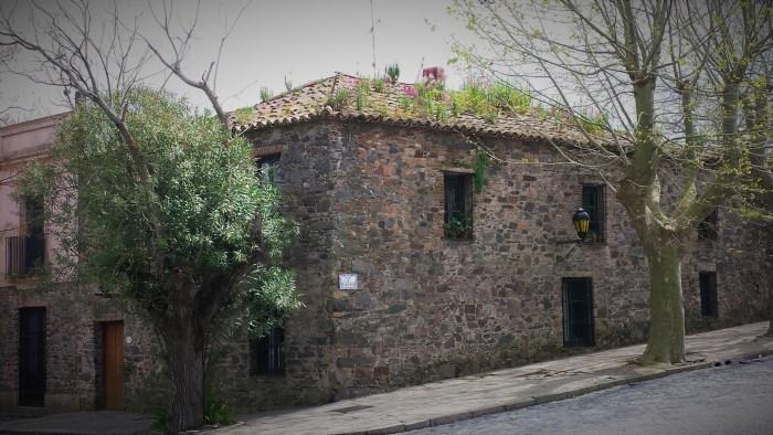 vieille maison au toit à 4 côtés, héritage portugais
