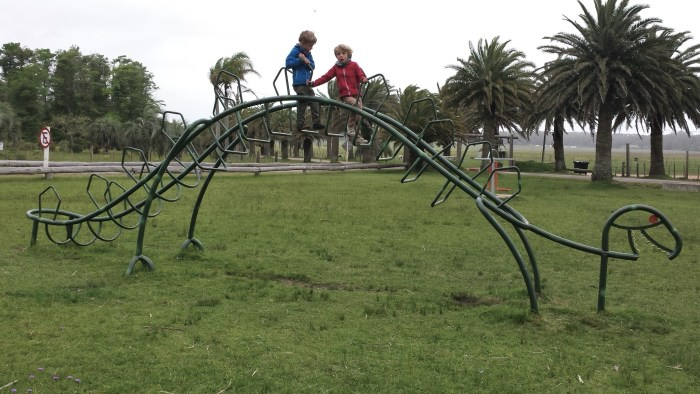 y a même un squelette de dinosaure dans ce parc!