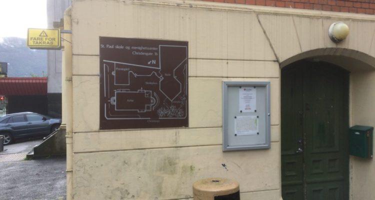 École Saint Paul à BERGEN: Plan à l'entrée