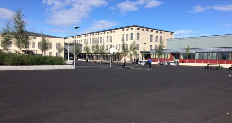 La cour de l'école HAGENSTUA à OSLO