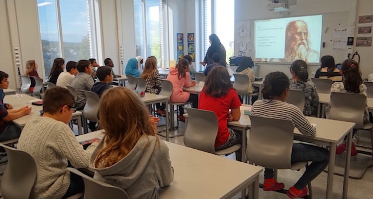 L'Ecole HAGENSTUA d'OSLO est publique et laïque. Elle dispense des cours d'initiation aux philosophies éthique et religions