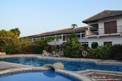 L'hôtel et la piscine