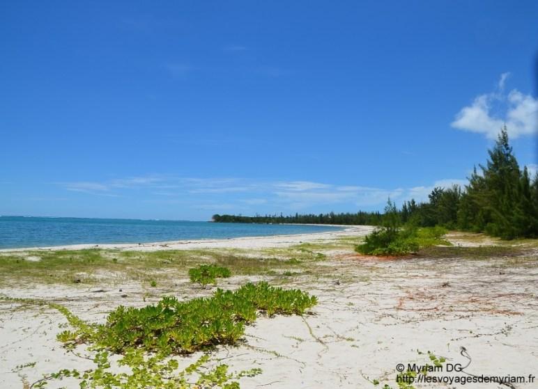La plage n'est pas aussi jolie qu'à l'Ouest mais elle est déserte!!!
