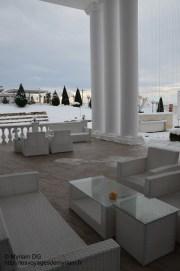 La terrasse devant l'hôtel