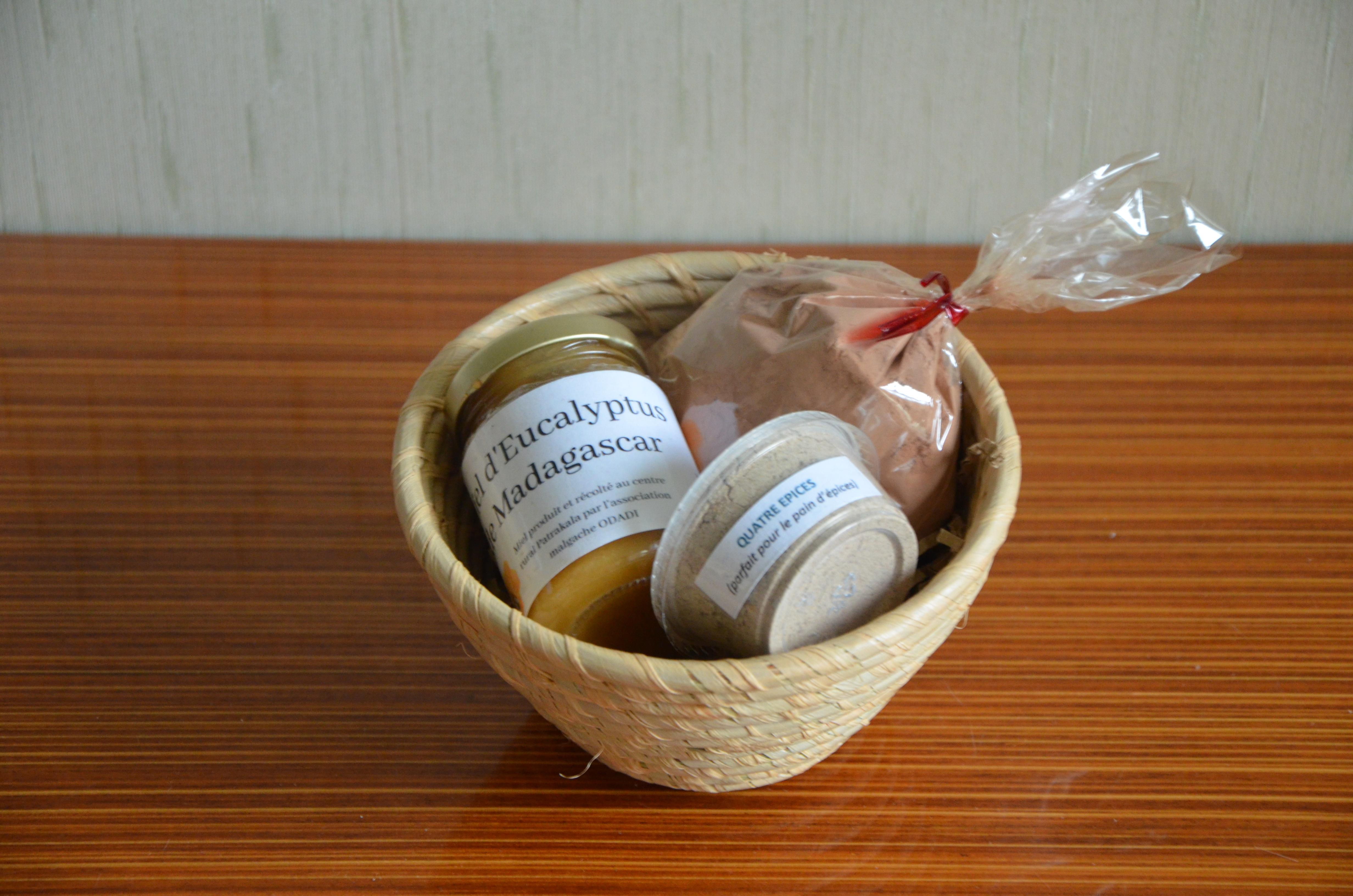 panier-garnis-produits-sucres-madagascar