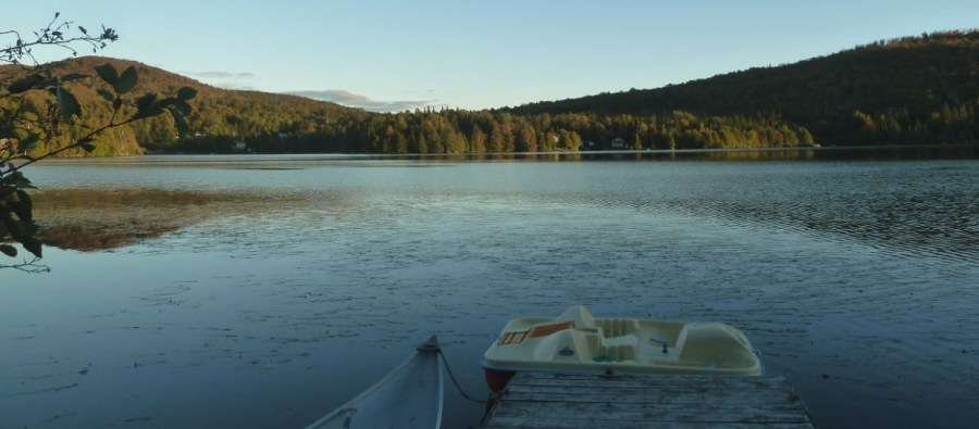 Le lac Gagnon devant la maison de Val des Lacs - Québec