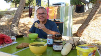 Petit déjeuner au camping Belvédère de Seget Vranjica