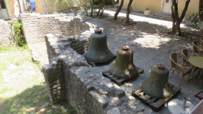 Cloches dans la vieille ville de Budva - Monténégro