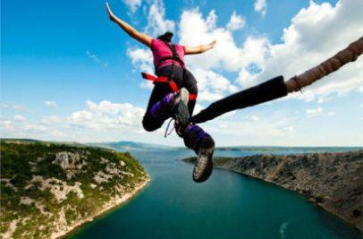 saut à l'élastique depuis le pont de Maslenica (Croatie)