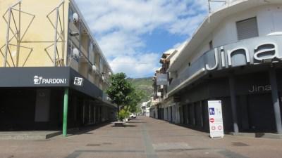 Les rues désertes de St Denis (Réunion)