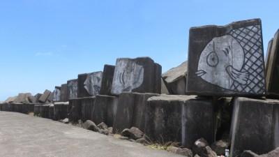 Blocs de béton pour protéger le port de plaisance de Ste Marie (Réunion)