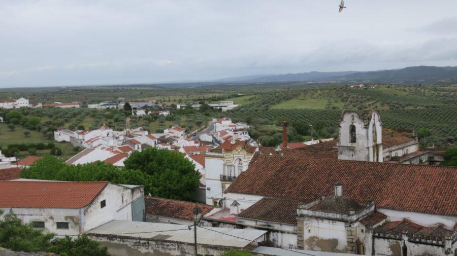Vue sur Moura et la campagne depuis le château fort