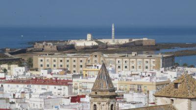Vue sur Cadix  et le château Santa Catalina depuis la tour Tavira