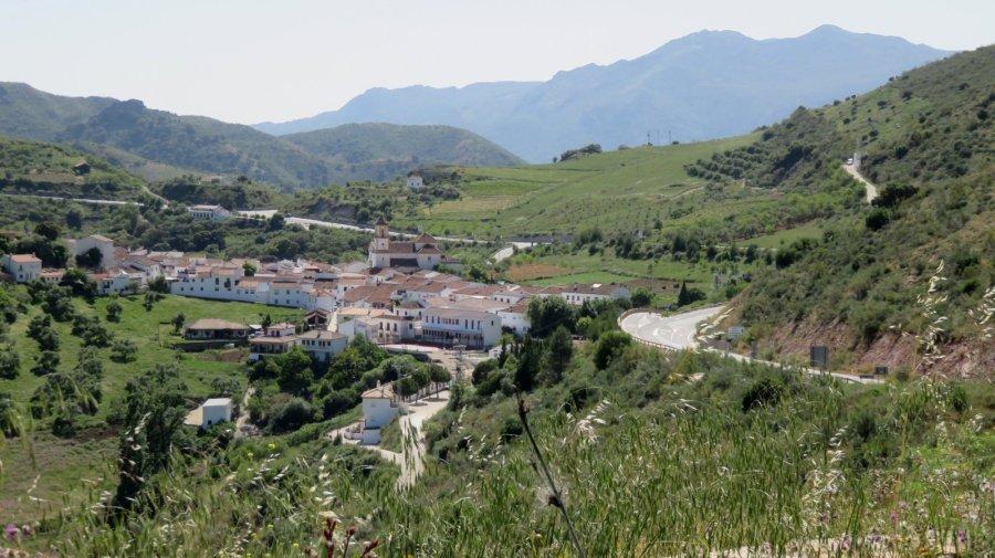 Le village blanc d'Atajate depuis le mirador