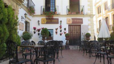 Les belles petites places carrelées de Ronda