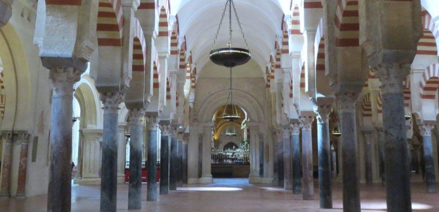 Quelques unes des 854 colonnes de la Mosquée de Cordoue