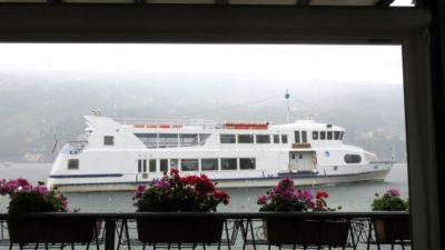 Le bateau navette depuis le restaurant de l'île des pêcheurs (îles Borromées)