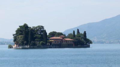 La petite île San Paolo sur le lac d'Iseo