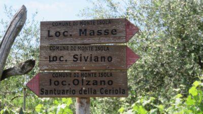 La direction du sanctuaire Della Ceriola sur Monte Isola