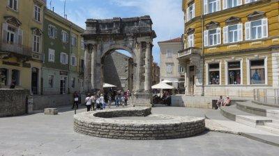 La porte d'Or de Sergius à Pula