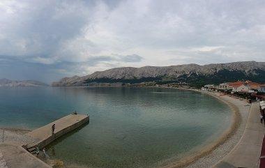 La plage de Baska - île de Krk (Croatie)