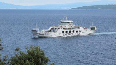 Le ferry entre les îles de Cres et de Krk (Croatie)