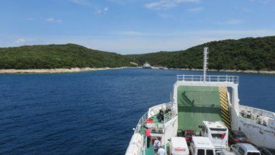 Sur le ferry entre les îles de Cres et de Krk (Croatie)