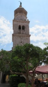 Le clocher de la cathédrale de l'Assomption de Krk (Croatie)