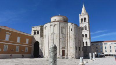 L'église St Donat et la tour de la Cathédrale Ste Anastasie à Zadar
