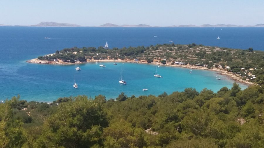 Vue magnifique vers l'île de Murter après Bettina (Croatie)