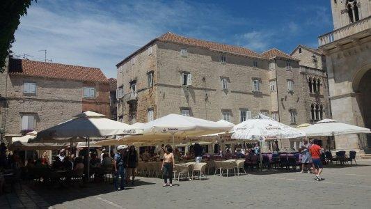 La place de la cathédrale de Trogir