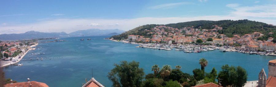 Vue sur la baie de Trogir depuis la tour de la cathédrale