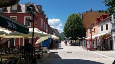 La rue principale piétonne de Cetinje - Monténégro