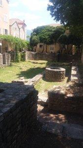 Vestiges dans la vieille ville de Budva - Monténégro