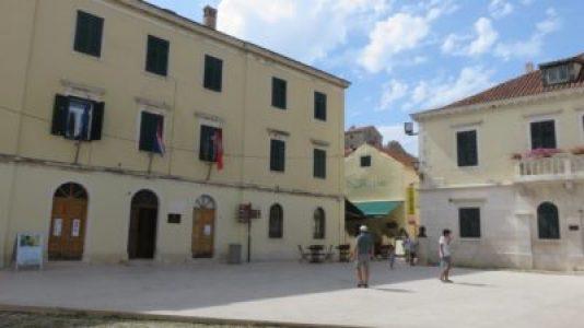 La place centrale de Skradin - Croatie