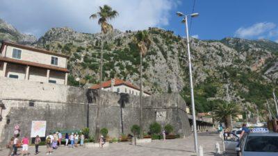 La forteresse et l'entrée de la vieille ville de Kotor - Monténégro
