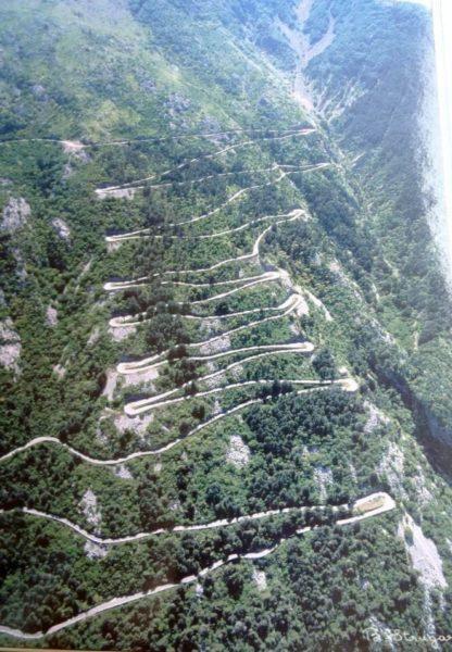 Route Serpentine jusquau Mont-Lovcen depuis Cetinje