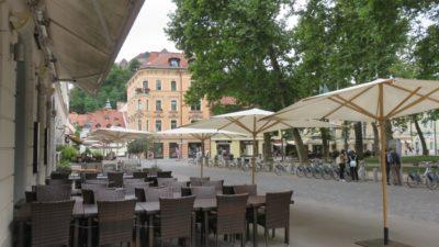Terrasses de café en centre ville de Ljubljana -Slovénie