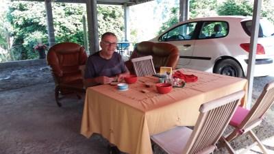 Petit déjeuner au gite de Mare à citrons à Salazie