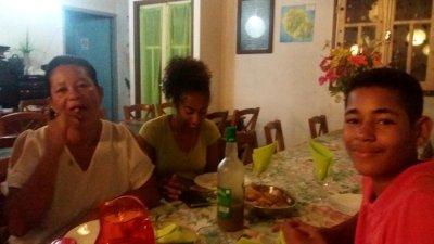 """Repas au gite """"Les Géraniums"""" avec nos hôtes"""