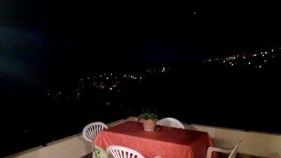 Vue nocturne depuis notre location de Ponta Do Sol - Madère