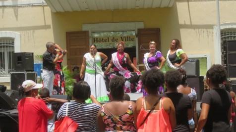 Danseuses au marché de St Paul - Réunion