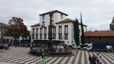 La place de l'hôtel de ville - Funchal (Madère)