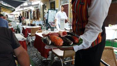 Présentation des poissons du jour au restaurant - Funchal (Madère)