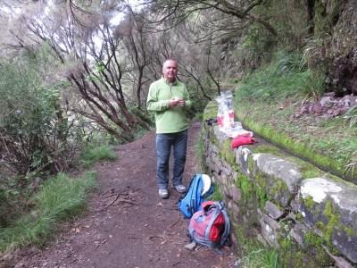 Casse croûte dans la randonnée de la Levada aux 25 sources - Rabacal (Madère)