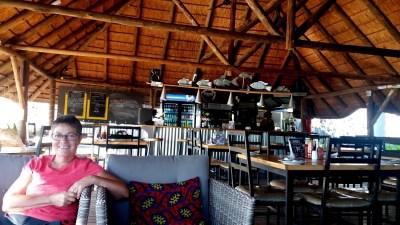 Le bar du lodge Old House de Kasane - Botswana