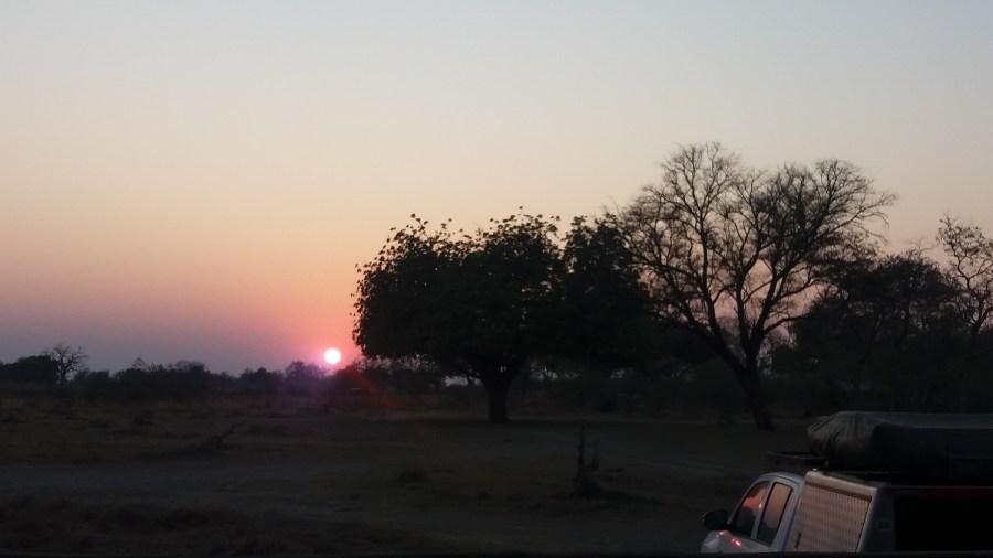 Levée du jour (il est 6h30) sur le campsite de Third Bridge - Botswana