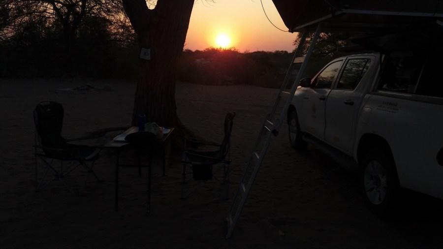 Coucher de soleil au campsite de Khumaga - Makgadikgadi NP (Botswana)